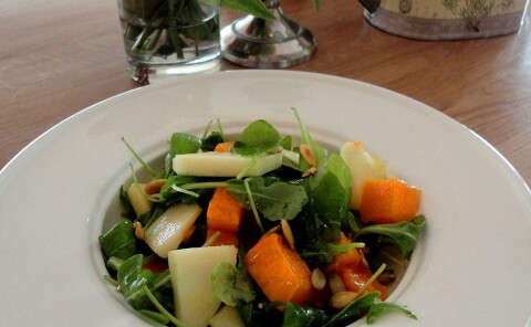 Салат из печеной тыквы с яблоком