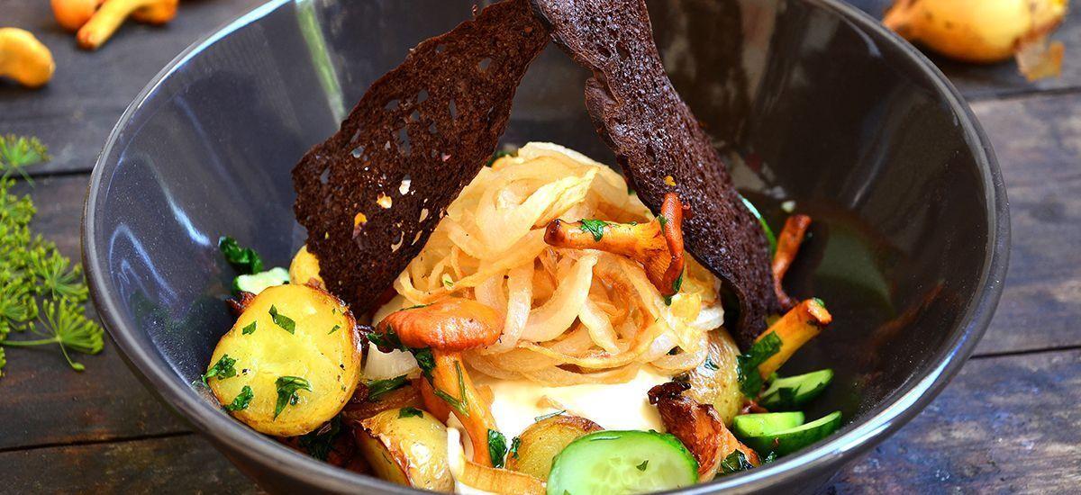 CoolWNS · Салат с лисичками, молодым картофелем и малосольными огурчиками