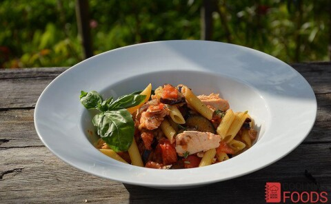 Паста с баклажанами, помидорами и тунцом (Сицилиана)