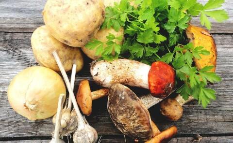 Лесные грибы с картофелем