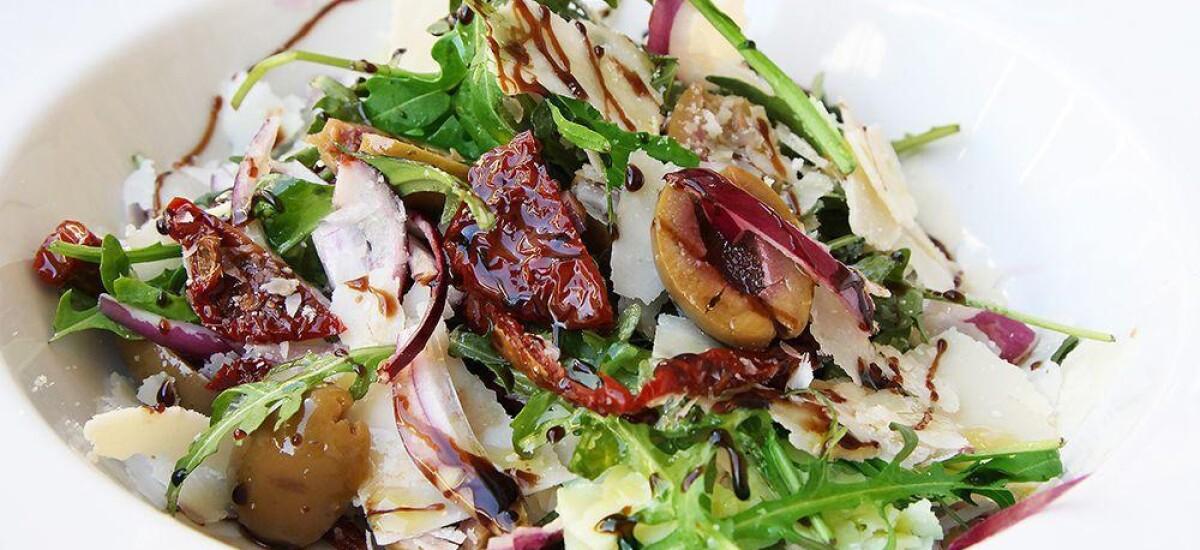 CoolWNS · Итальянский салат из рукколы с вялеными томатами и оливками