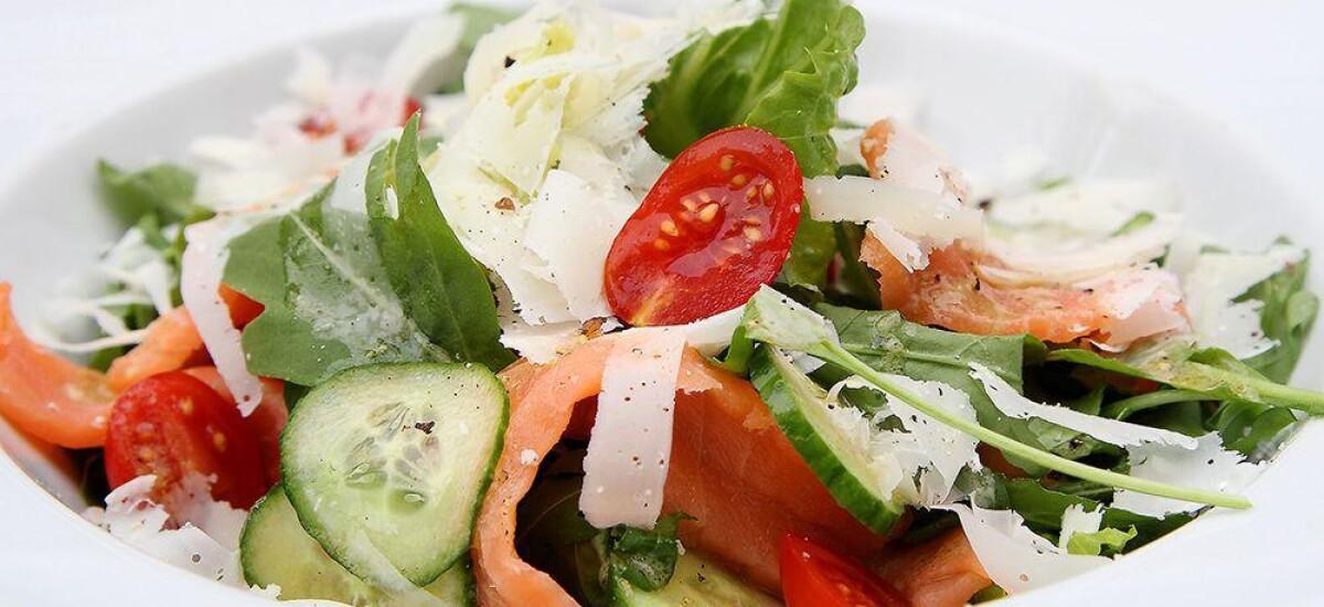 CoolWNS · Салат с подкопченным лососем и рукколой