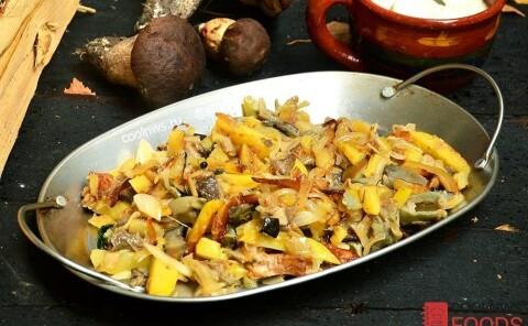Жареха из грибов с картофелем