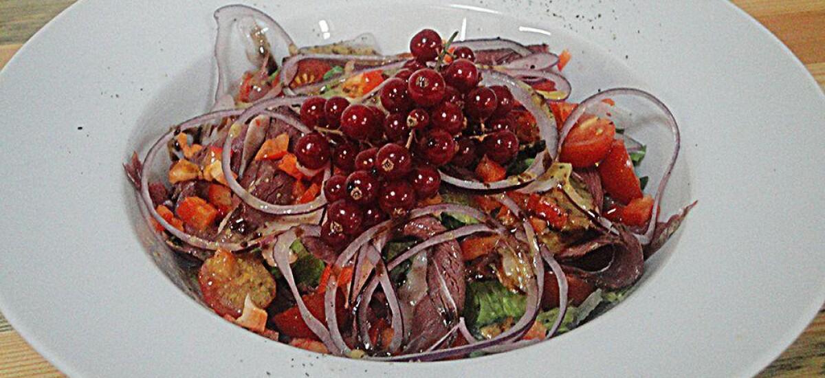 CoolWNS · Салат с утиной грудкой и красной смородиной