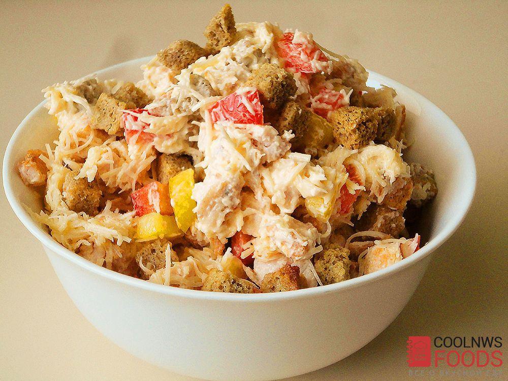 Салат с сыром и сухариками и курицей рецепт с