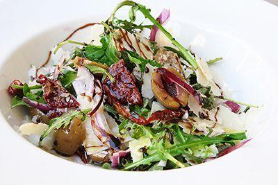 салат с оливками и вялеными томатами