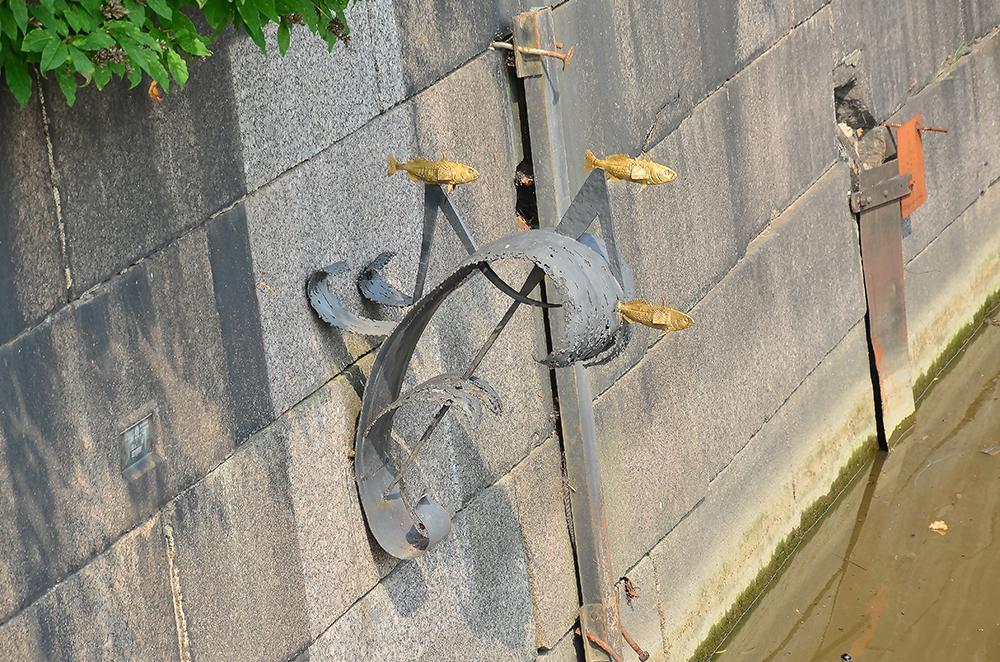 памятник колюшки в крондштате